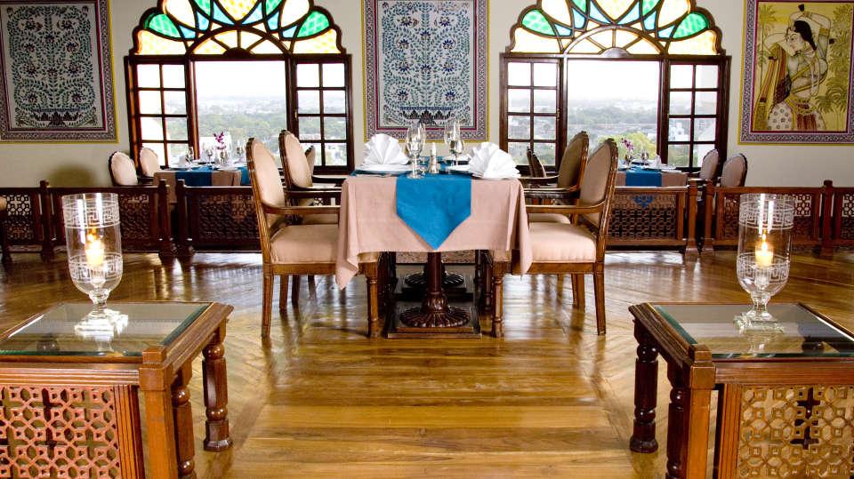 Indian Restaurant in Jaipur, Dhola Maru Restaurant at Clarks Amer 5 Star Hotel in Jaipur efaew3