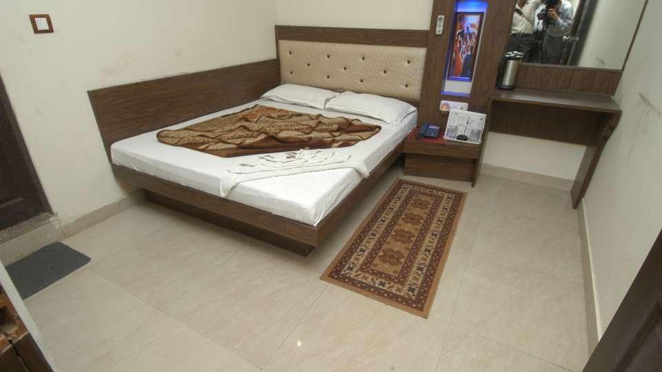Hotel Shiv Palace, Paharganj, Delhi New Delhi Triple Deluxe Room Hotel Shiv Palace Paharganj Delhi