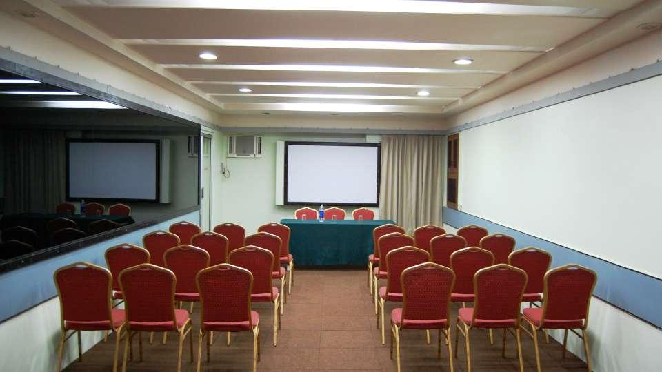 Hotel Raviraj, Pune Pune baithak1 hotel raviraj pune