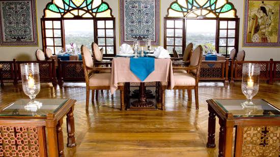 Indian Restaurant in Jaipur, Dhola Mau Restaurant at Clarks Amer 5 Star Hotel in Jaipur efaew3
