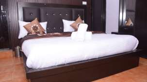 Deluxe Bed, Hotel Trishul, Haridwar Hotels 321