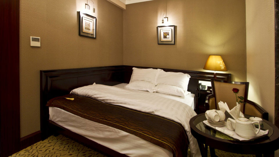 King size bed in Premium Deluxe rooms in Patna