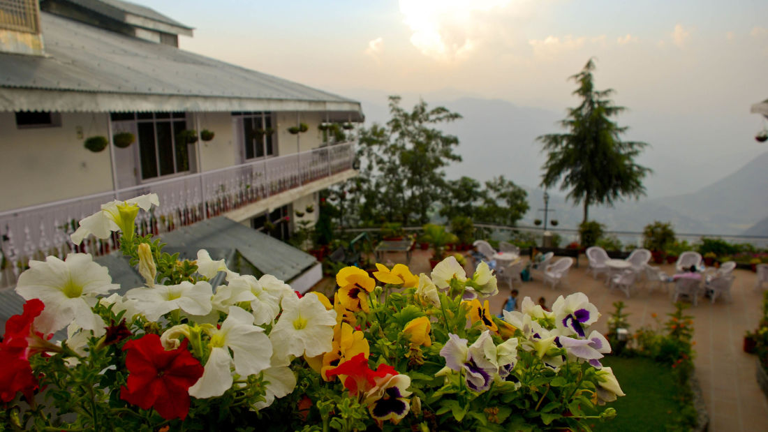 outside view of hotel mount view, best hotels in dalhousie 3