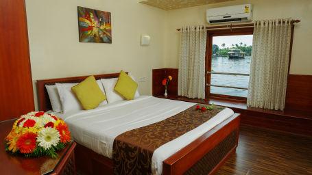 Houseboats in Alleppey, luxury houseboats in Alleppey, premium houseboats in Alleppey, backwater cruise in Kerala, luxury houseboats in Kumarakom, houseboat cruise in Kumarakom, best houseboats in Kerala
