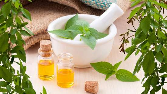 essential-oils-3456303 1920
