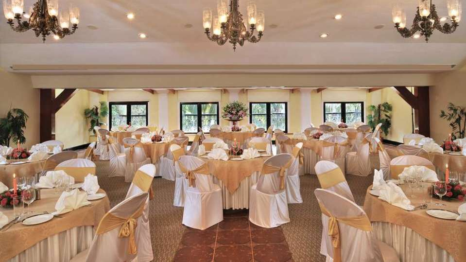 Round Table Phoenix Park Inn, Goa - A Carlson Brand Managed by Sarovar Hotels, resorts near goa