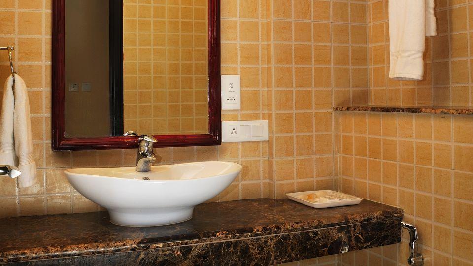 Bath Rooms at Le Roi Corbett Resort and Hotel in Jim Corbett National Park