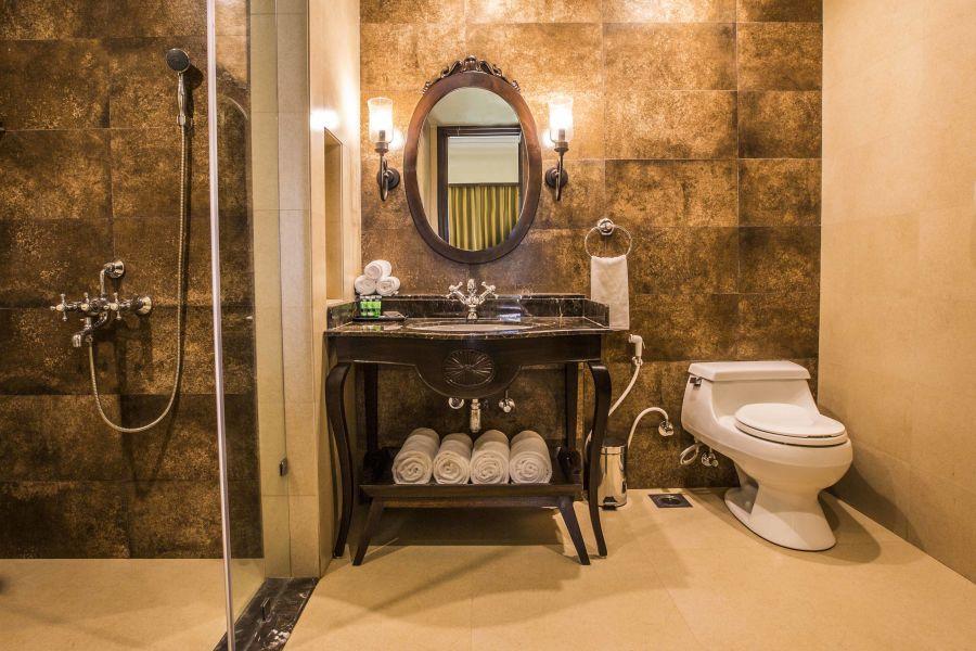 alt-text 8 Banyan Family Suite - Bathroom