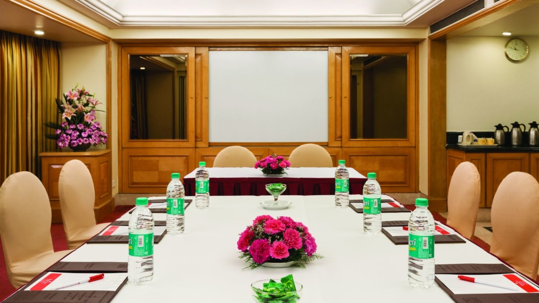Business Centre and Meeting Room at Hotel Ramada Plaza Palm Grove Juhu Neach Mumbai, Meeting and Conference Hotels In Juhu Mumbai aere