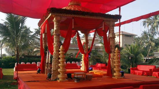 Destination Weddings Near Mumbai at The Retreat Hotel and Convention Centre, Madh Island Mumbai mkek