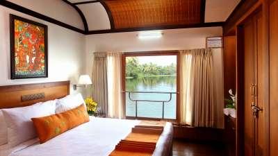 Luxury Houseboat Vasundhara Sarovar Premiere Vayalar