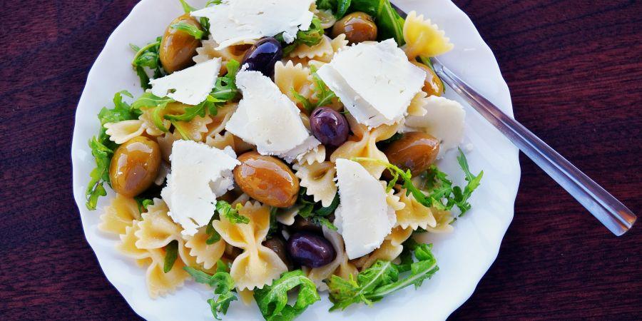 alt-text pasta-salad-1967501 1920