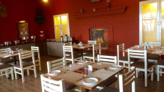 Mountain Retreat Resort in Ooty By Hill Country Hotels and Resorts Restaurant 2