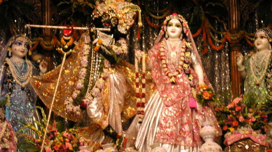 Radhamadhava_ Nidhivan Sarovar Portico Vrindavan_ places to visit in Vrindavan