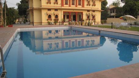 Devi Nketan Swiming Pool IMG 7140