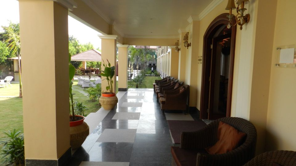 Lobby at Le Roi Corbett Resort and Hotel in Jim Corbett National Park