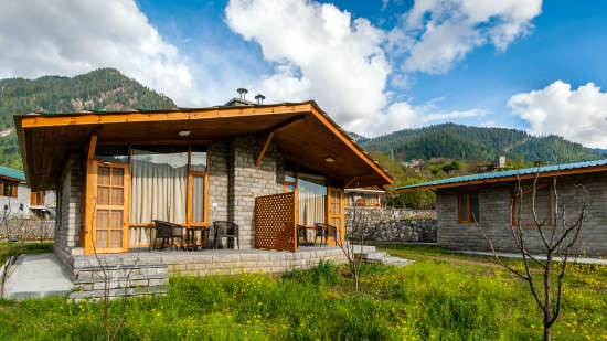 Exterior View at Larisa Mountain Resort in Manali - Manali Resorts