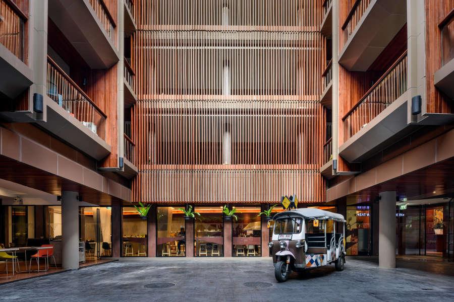 alt-text Hotel Vela Be Bangkok Ratchathewi - Vela Courtyard