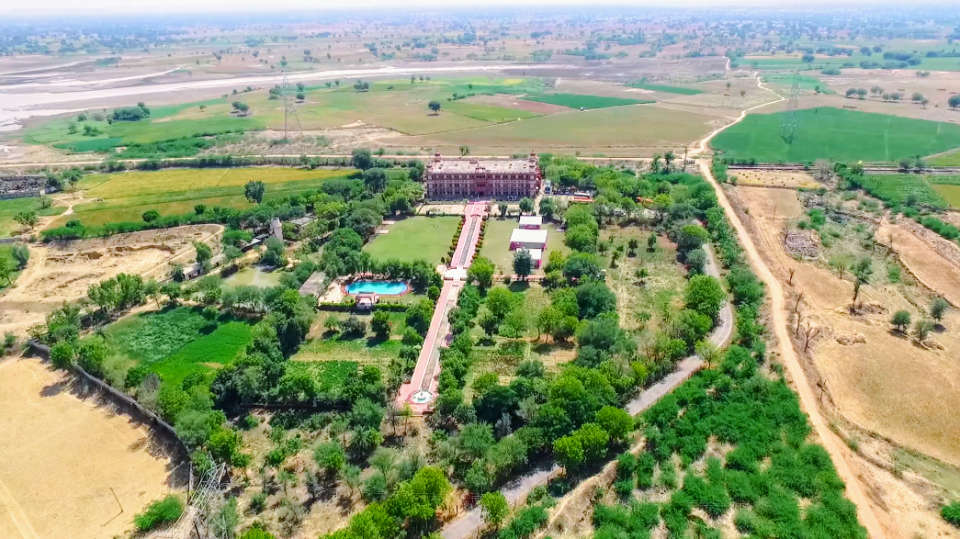 Umaid Lake Palace Dausa  Screenshot 20170317-010500 3