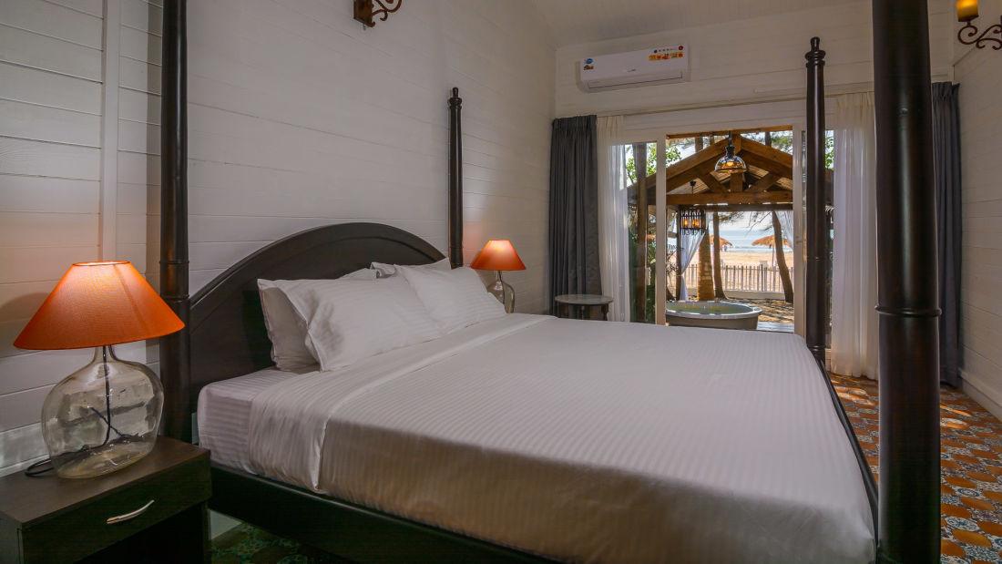 01 LaRiSa Beach Resort Goa - Boutique Rooms With Sea View