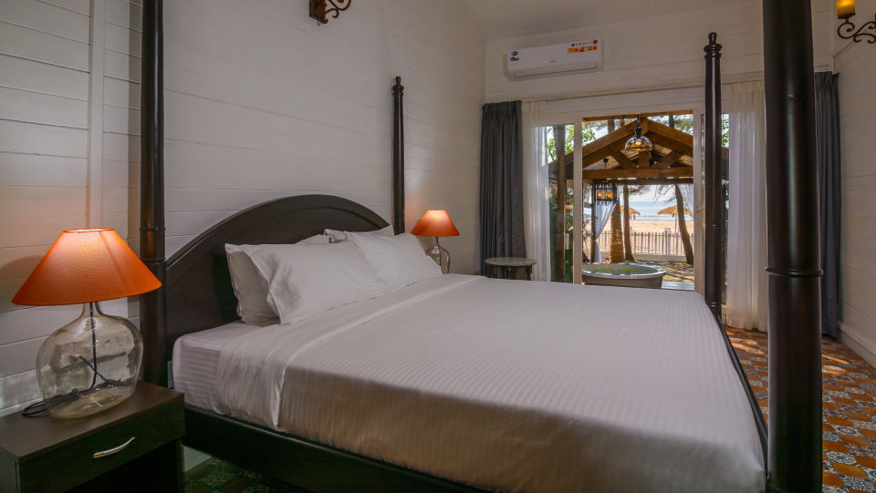 01 LaRiSa Beach Resort Goa - Boutique Rooms With Sea View