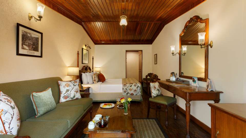 The Naini Retreat- Lake Front Living Space