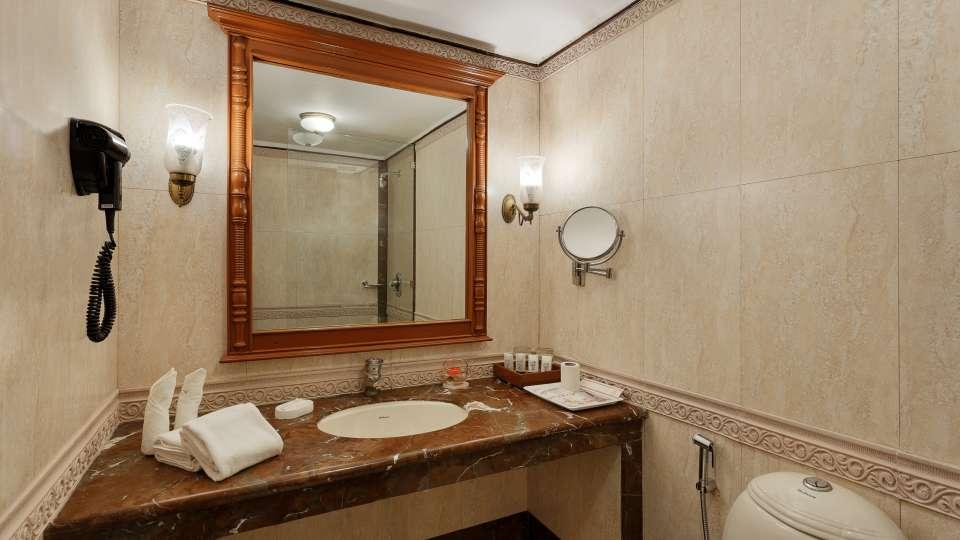 The Naini Retreat- Lake Front Washroom