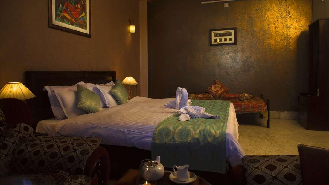 Deluxe Rooms Hotel Meenakshi Udaipur 3