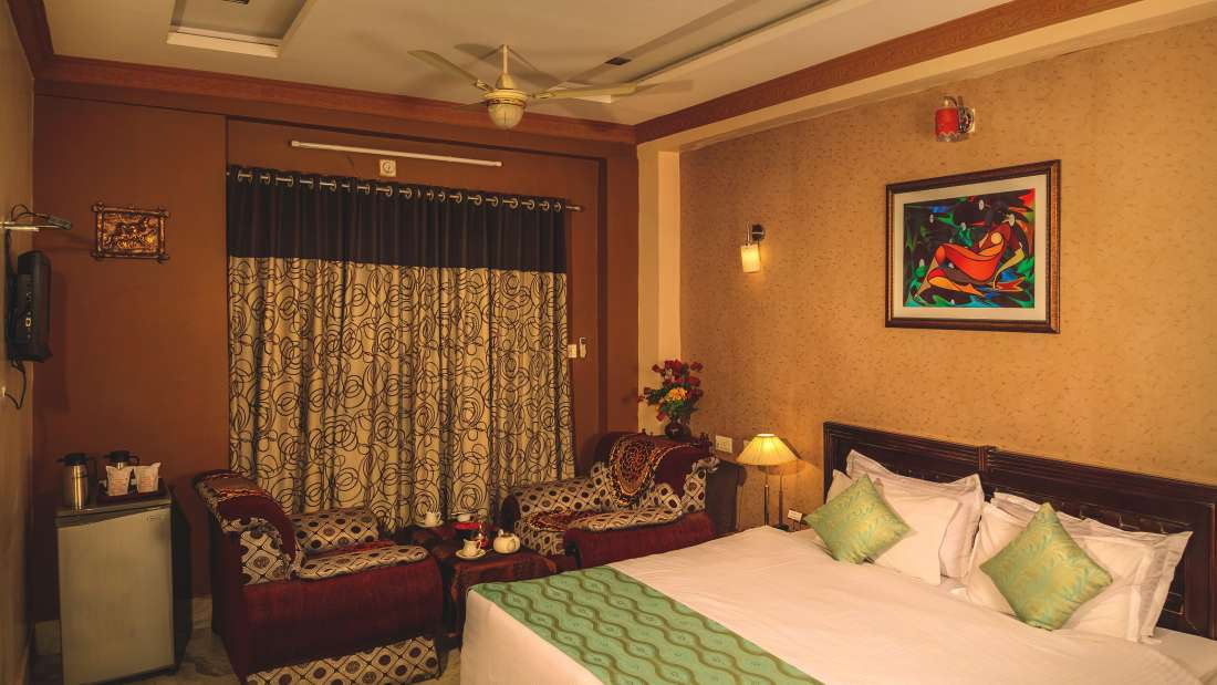 Deluxe Rooms Hotel Meenakshi Udaipur 4