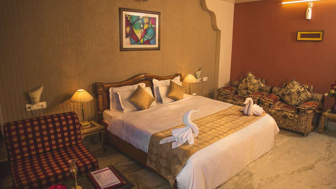Super Deluxe Rooms at Hotel Meenakshi Udaipur 1