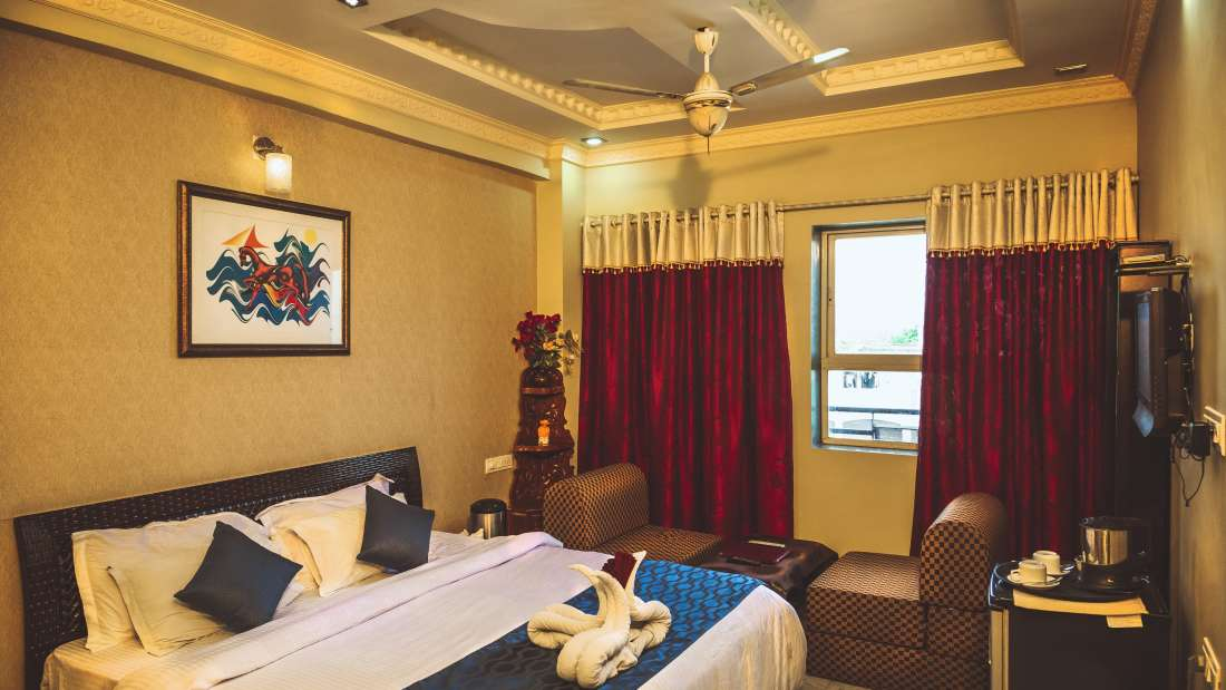 Super Deluxe Rooms at Hotel Meenakshi Udaipur 3
