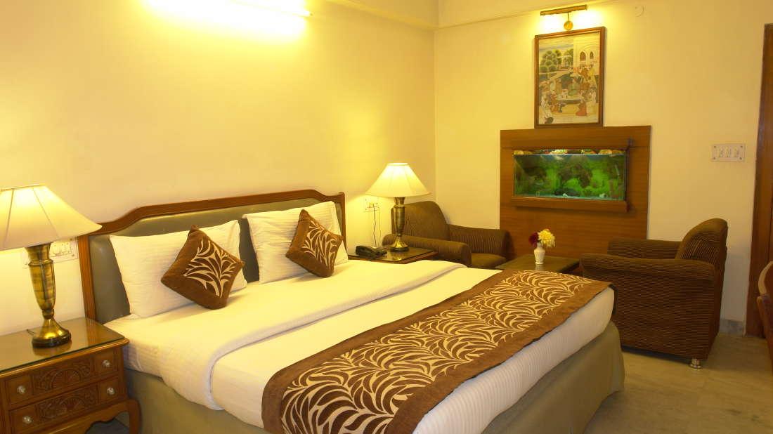 Hotel Hari Piorko New Delhi Deluxe Room Hotel Hari Piorko Delhi 3