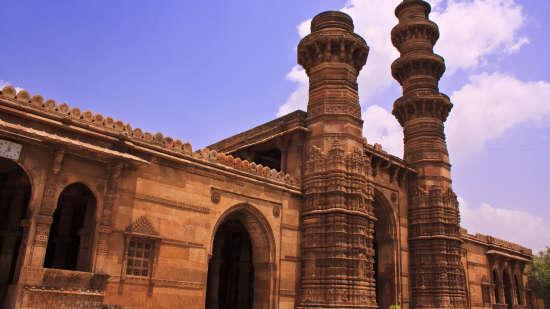 Bibiji s Masjid  Zulta Minara