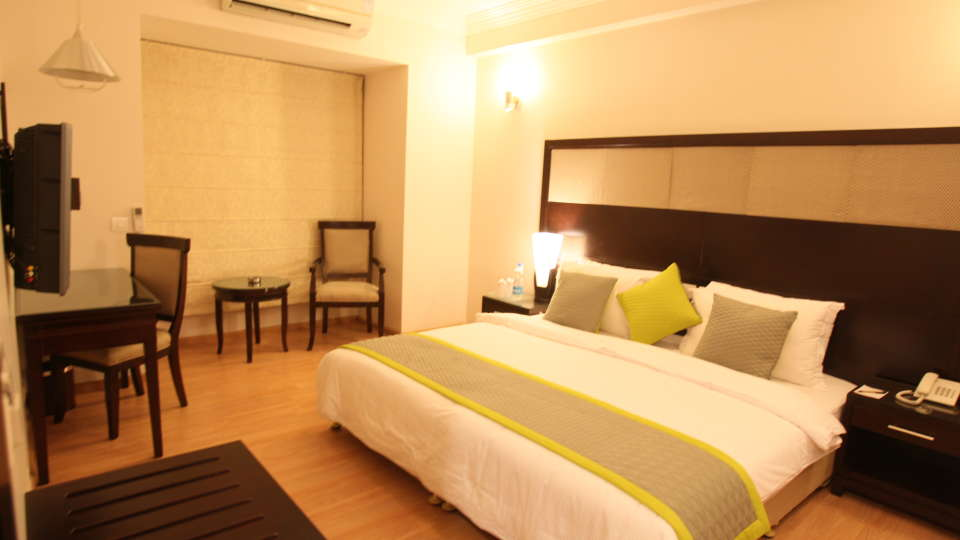 Emblem Hotel, New Friends Colony, New Delhi Delhi Executive Room Emblem Hotel New Friends Colony New Delhi