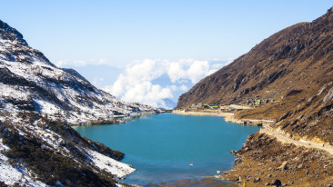 Tsongmo Lake or Changu Lake - East Sikkim