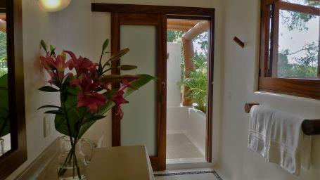 Cocos bathroom
