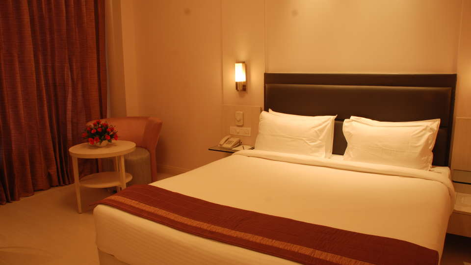 Deluxe Rooms at Hotel Sarovar Portico Naraina New Delhi 9