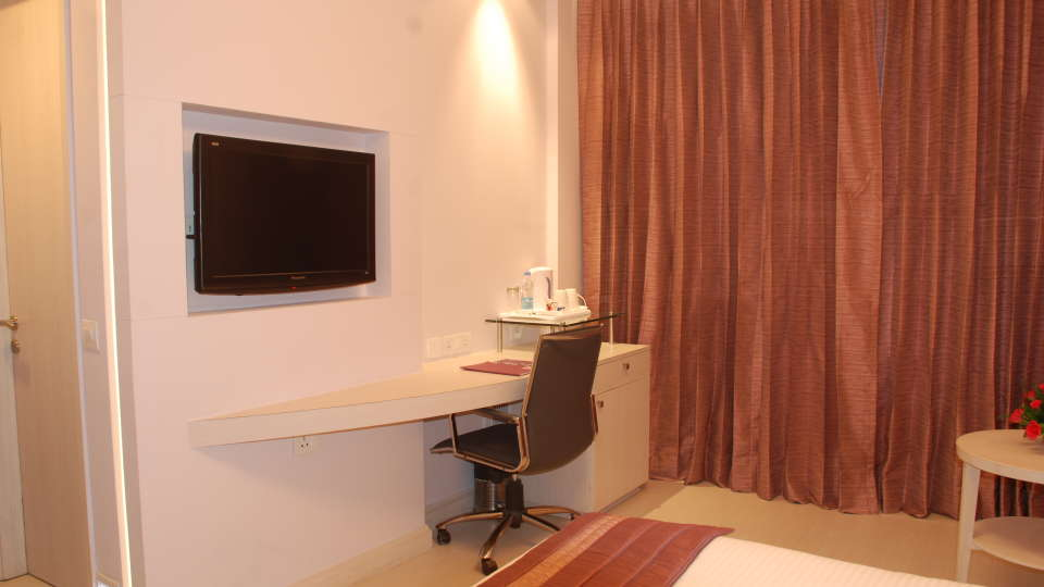 Deluxe Rooms at Hotel Sarovar Portico Naraina New Delhi 1
