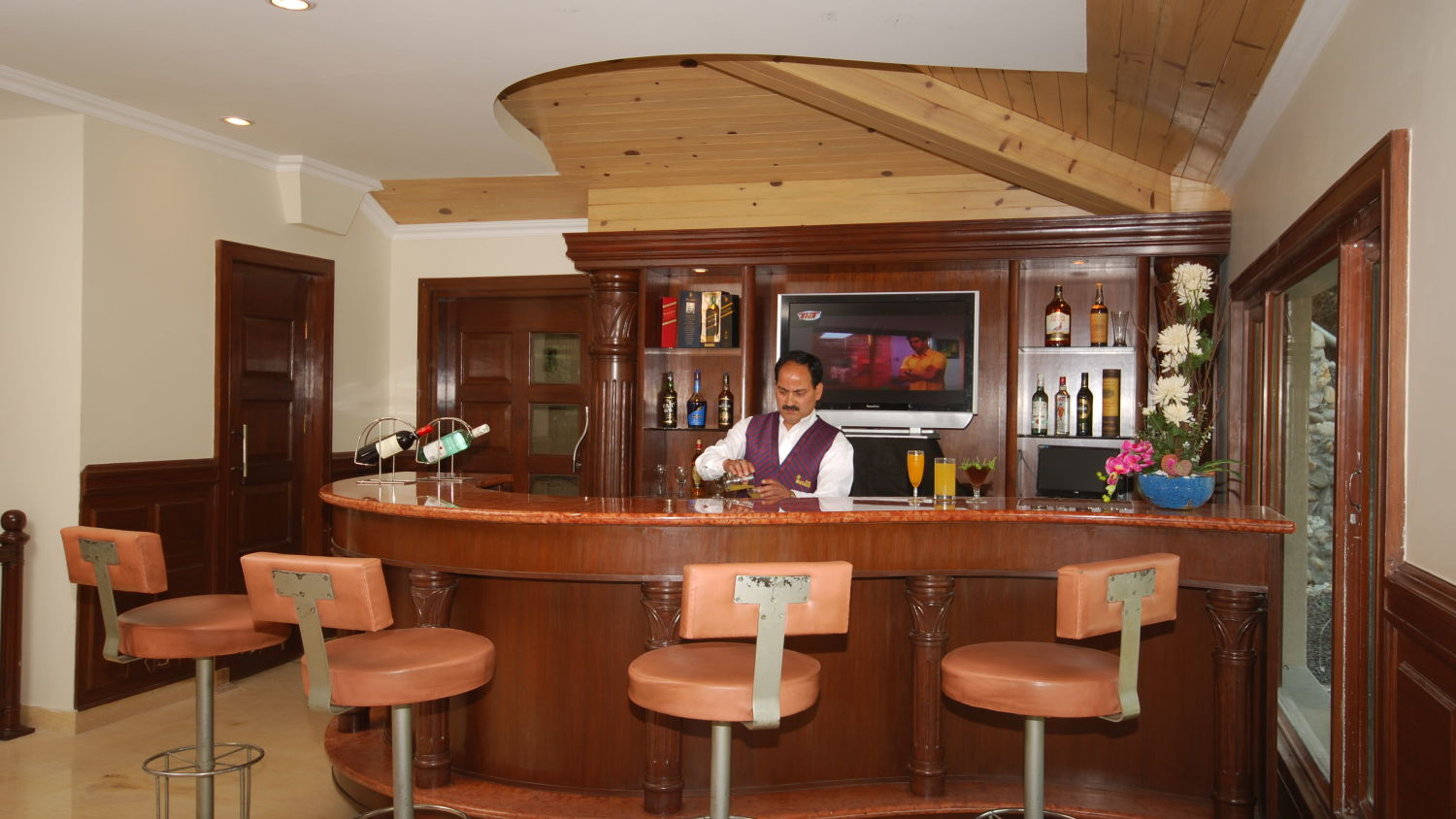 Bar in Mussoorie, Lounge Bar in Mussoorie, Hotel Madhuban Sarovar Portico, Mussoorie