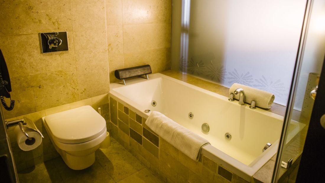 Business Suite Bathroom, Rooms in Nairobi