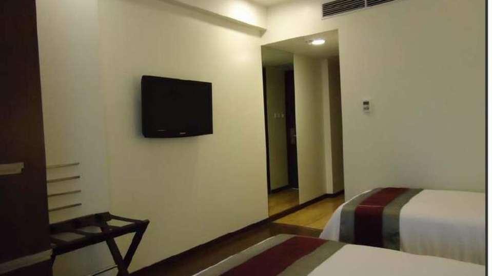 Execcutive Rooms Marasa Sarovar Portico Rajkot 2