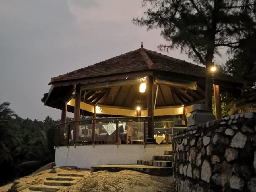 alt-text Dining at Niraamaya Retreats Surya Samudra, Resorts in Kovalam 1