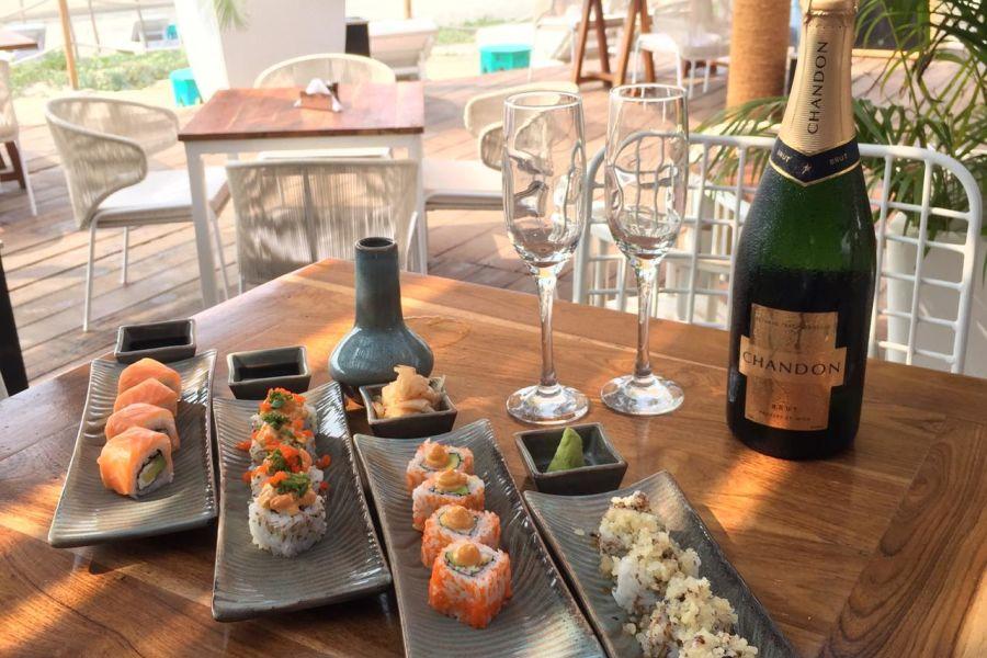 alt-text Restaurant in Morjim, Living Room Beach Resort 6