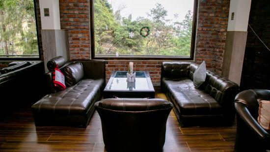 Cafe Lounge 3