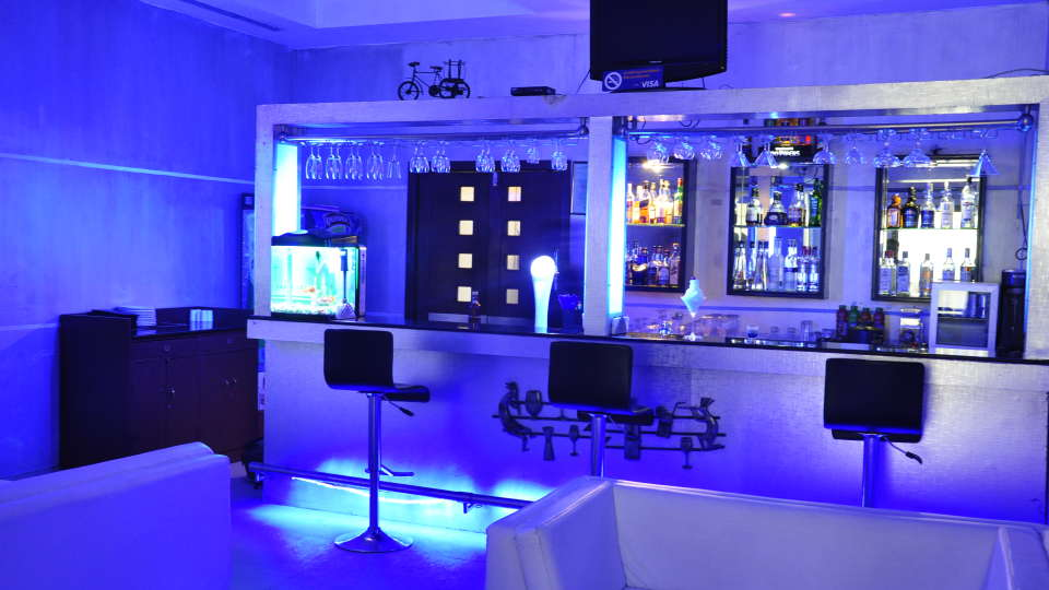 Hotel Atithi, Pondicherry Pondicherry Just White Lounge Bar Hotel Atithi Pondicherry