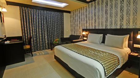 1. Dlx Room