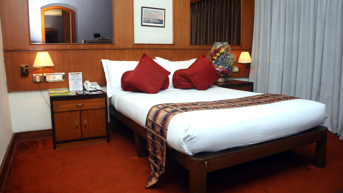 Suites in kolkata, Floatel Kolkata, Budget Hotels in Kolkata 2