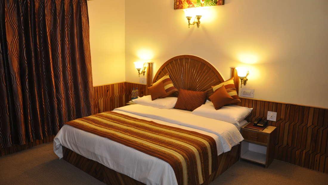 Hotel Natraj, Manali Manali Honeymoon Rooms Hotel Natraj Manali 7