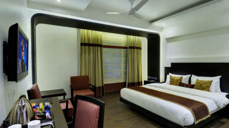 Studio Room Hotel Godwin Deluxe New Delhi 4