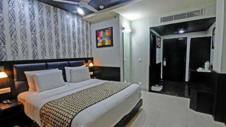 2. Dlx Room